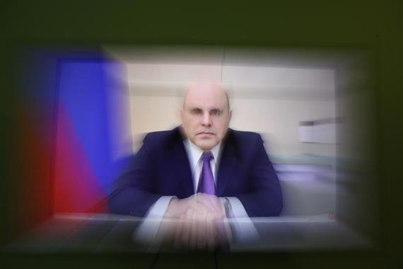 Мишустин поручил выплатить по 10 000 рублей семьям с детьми