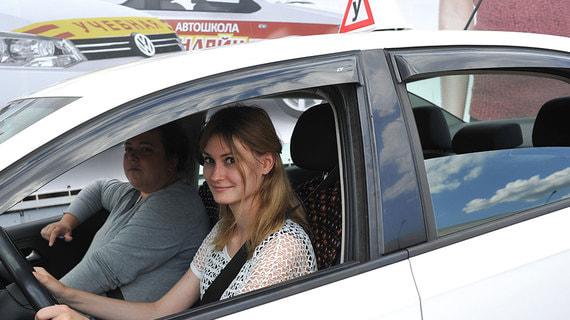 «Известия» сообщили о планах изменить программы обучения в автошколах
