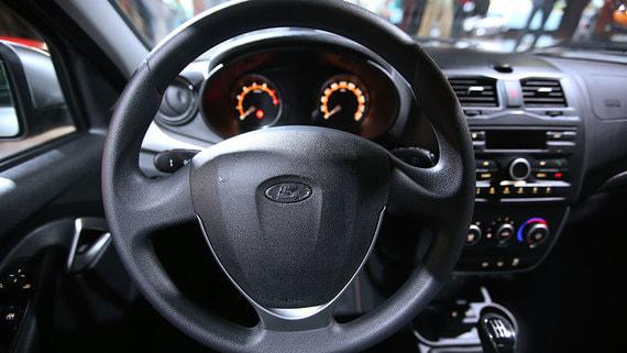 «АвтоВАЗ» вынужден выпускать автомобили без магнитолы и мультируля