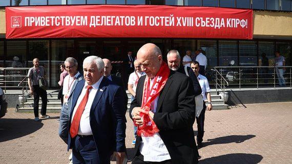 Захар Прилепин видит в союзе с КПРФ большое будущее