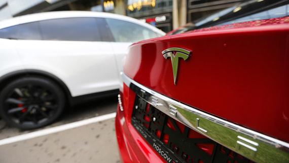 В электрокары Tesla добавили поддержку русского языка