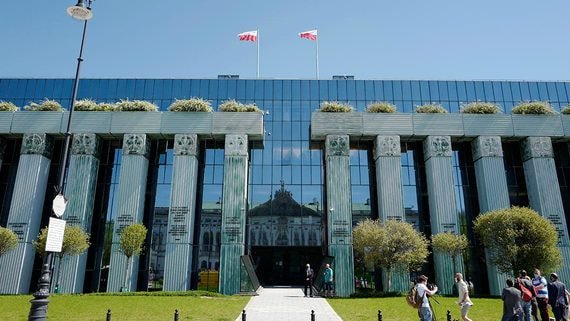 Евросоюз подал в суд на Польшу