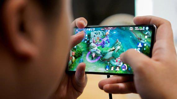 Китайские власти запретили школьникам играть в видеоигры более трех часов в неделю