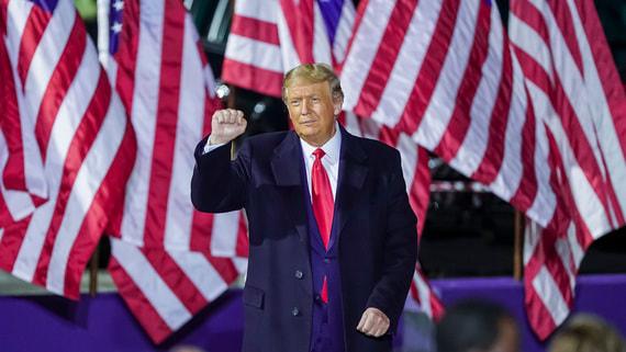 Трамп на церемонии прощания пообещал вернуться в Белый дом