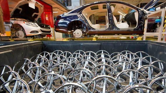 Автоконцерн Daimler разделят на две части